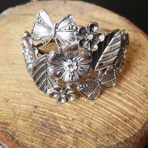 Jewelry - Flower & Butterfly Clasp Bracelet